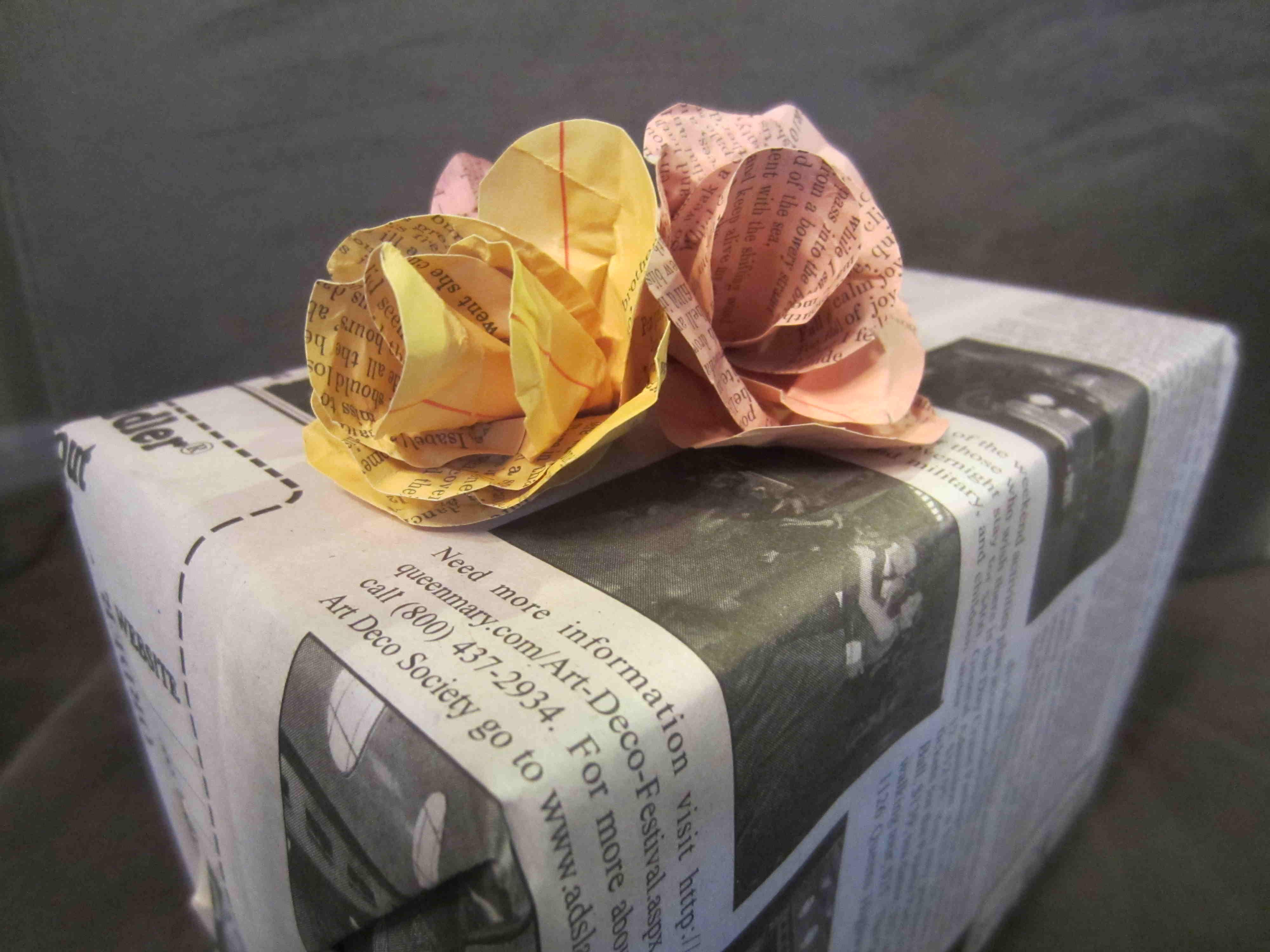 Newpaper-Gift-Wrap